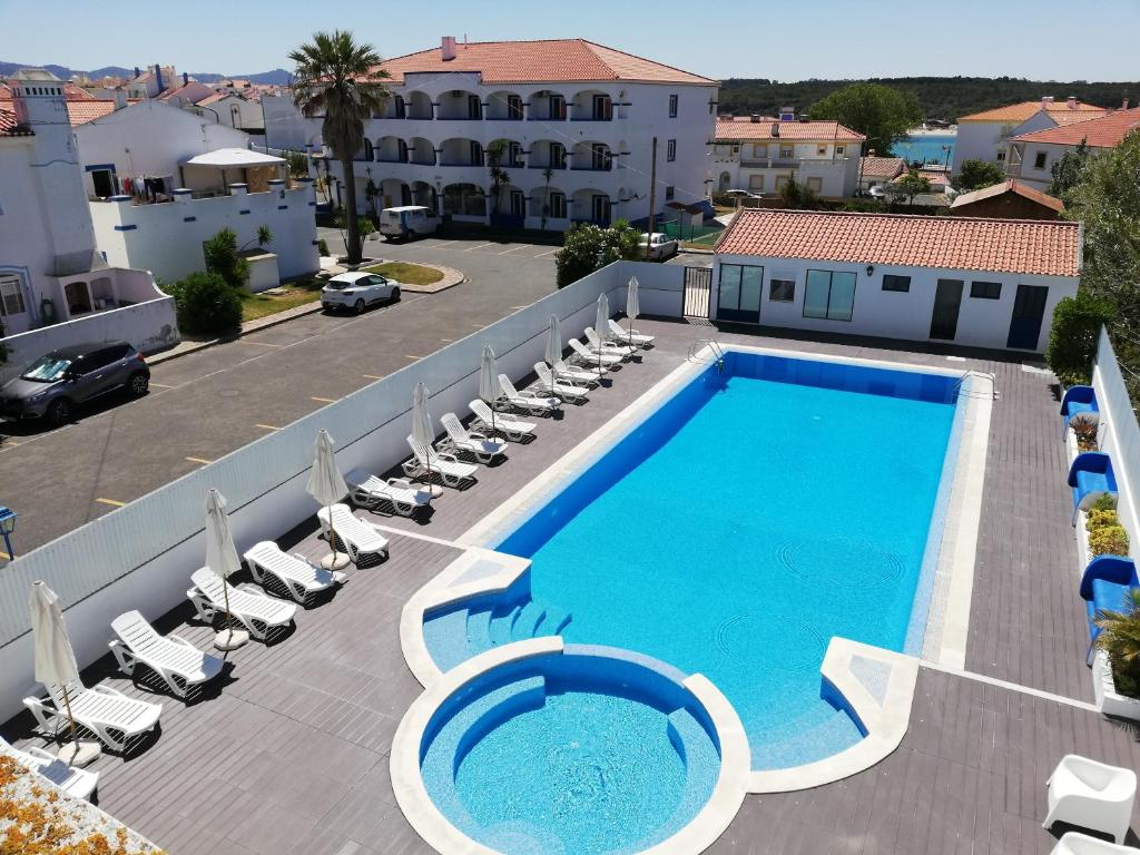 A view of the pool at Hotel Eira Da Pedra or nearby