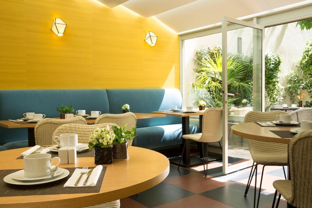 Restaurant ou autre lieu de restauration dans l'établissement Hôtel A La Villa des Artistes