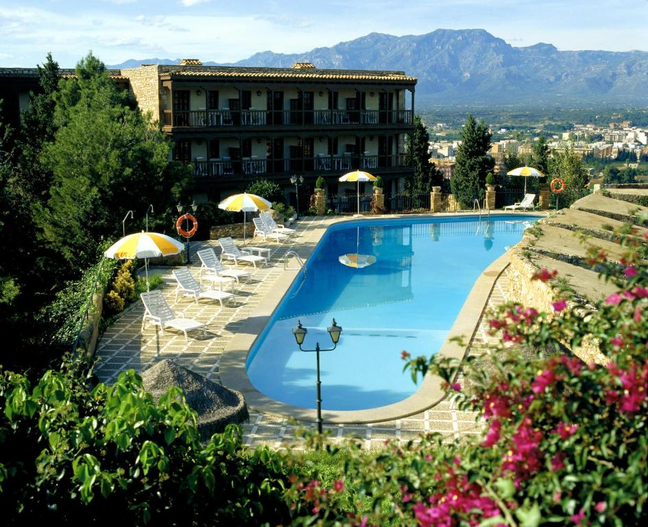 A view of the pool at Parador de Tortosa or nearby