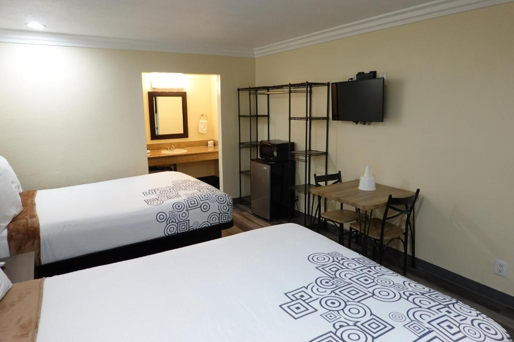 A bed or beds in a room at Panorama Motel