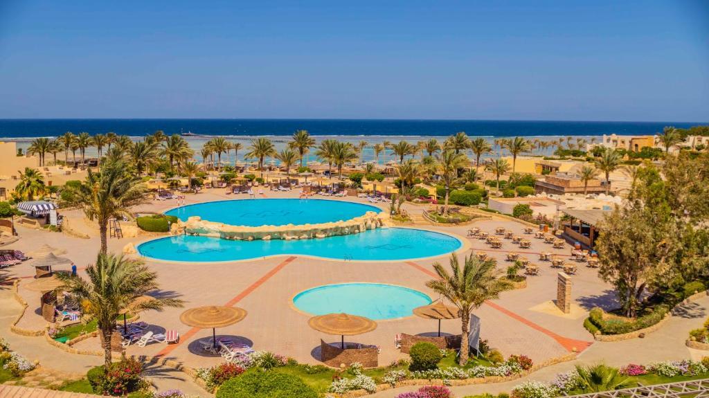 Uitzicht op het zwembad bij Elphistone Resort Marsa Alam of in de buurt