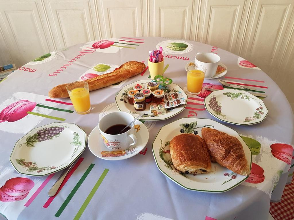 Breakfast options available to guests at Côté Marne