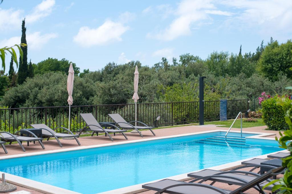 The swimming pool at or close to Apartments Tabain