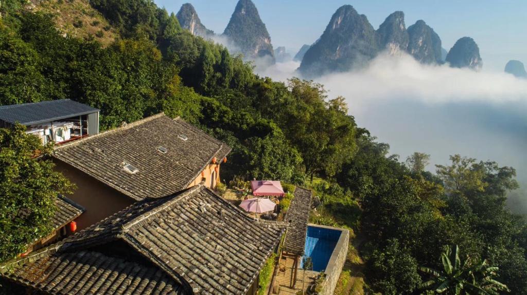 A bird's-eye view of Yangshuo Yunshe Mountain Guesthouse