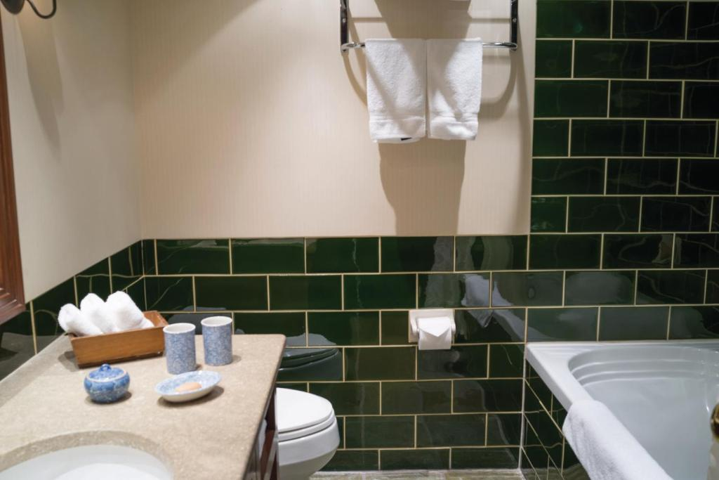 A bathroom at Post Hotel and Spa