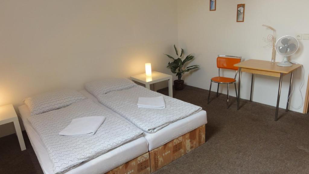 Ein Bett oder Betten in einem Zimmer der Unterkunft Penzion U Hradeb