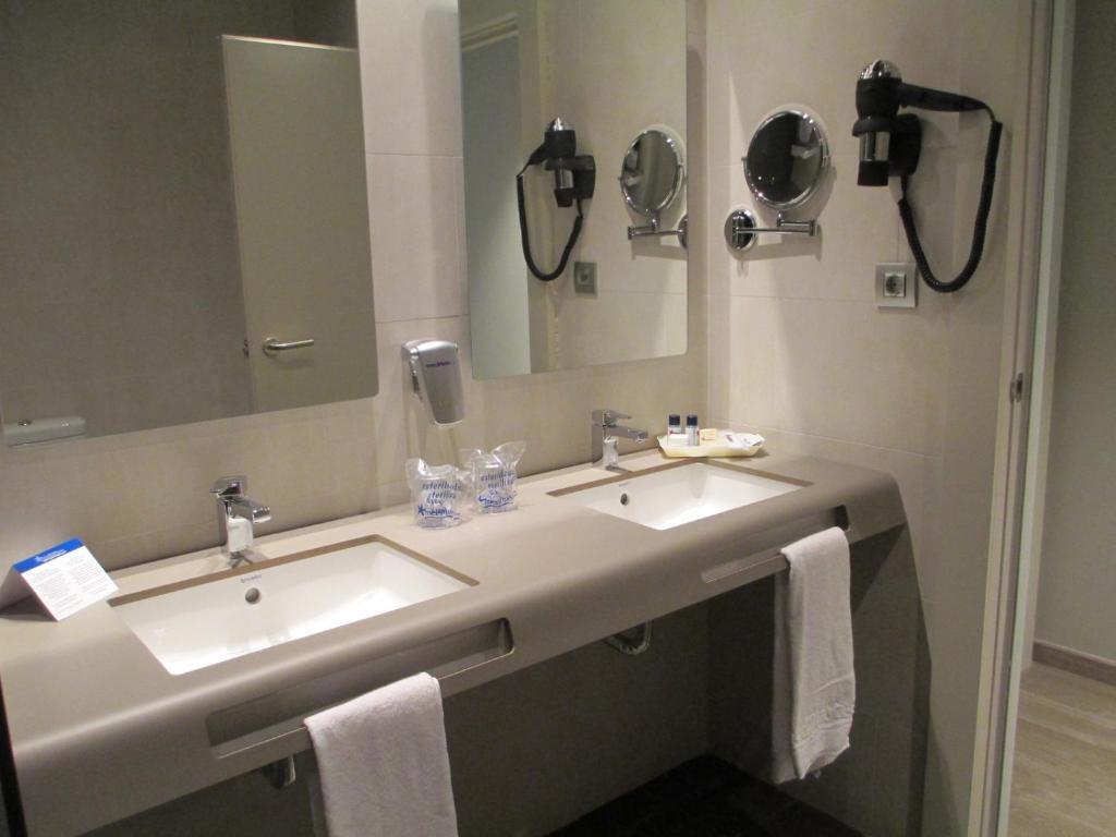 Ett badrum på Medplaya Hotel Riviera - Adults Only
