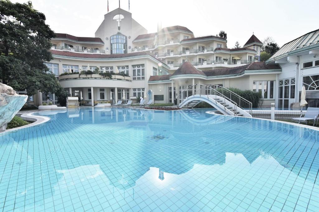 Der Swimmingpool an oder in der Nähe von Reduce Hotel Thermal Adults only