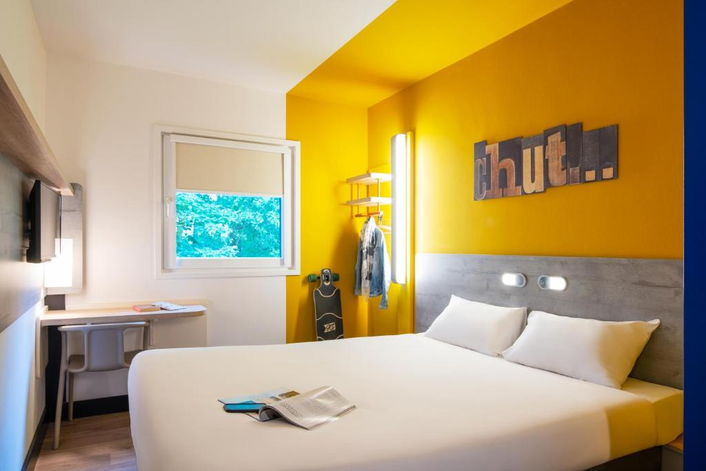 Un pat sau paturi într-o cameră la ibis budget Amsterdam Airport