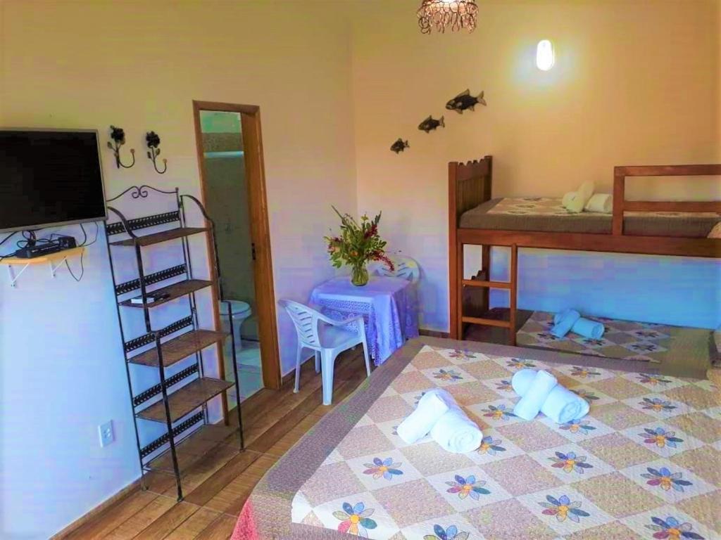 Uma ou mais camas em beliche em um quarto em Pousada Frau Spring