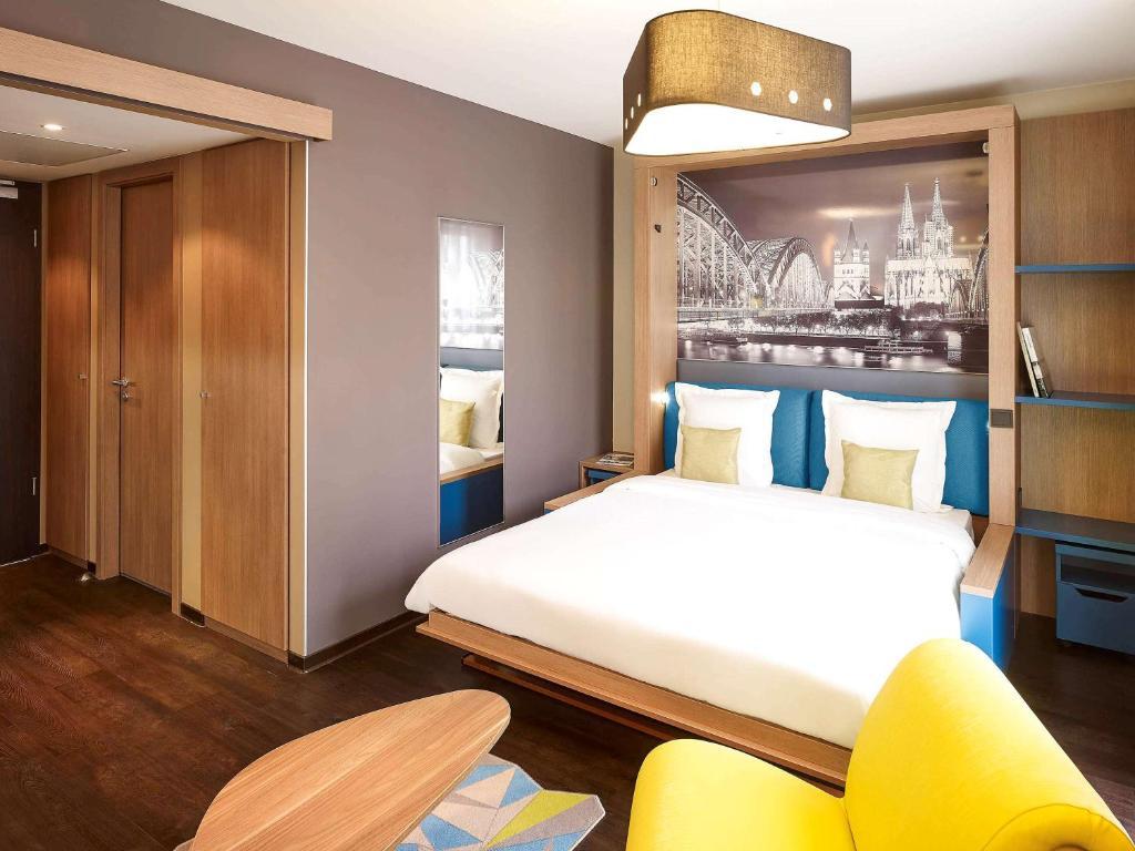 Ein Bett oder Betten in einem Zimmer der Unterkunft Aparthotel Adagio Köln City