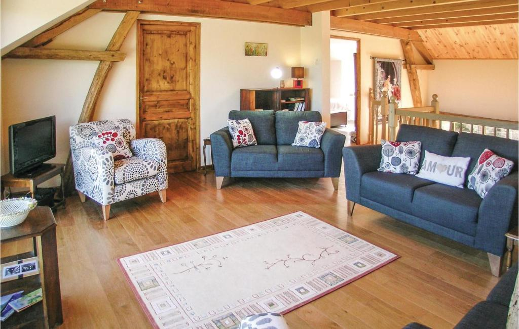 A seating area at Eight-Bedroom Holiday Home in Saint Dizier Leyrenne