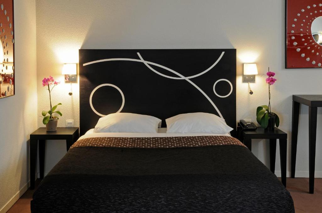 Un ou plusieurs lits dans un hébergement de l'établissement Le Carmin by Popinns