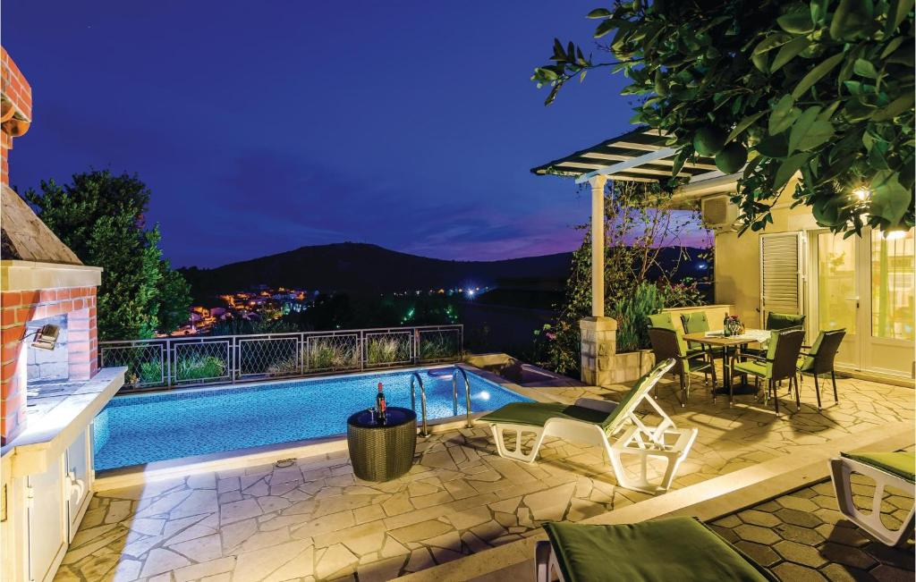 The swimming pool at or close to Holiday home Srebeno with Sea View 281