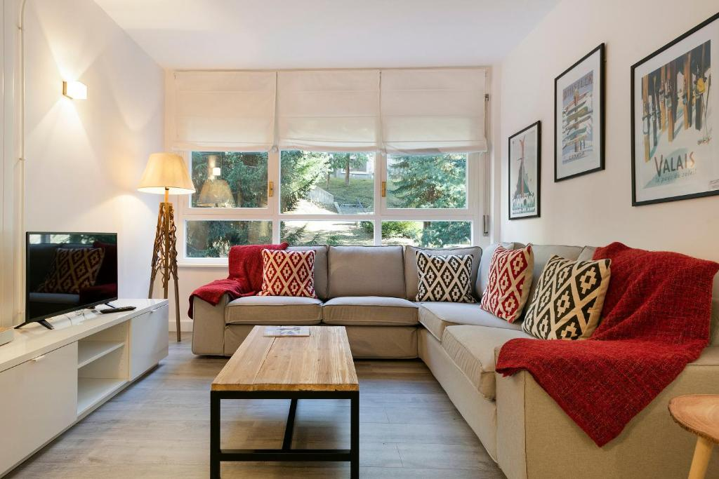 A seating area at Luderna - Apartamento Mirador de Saumet