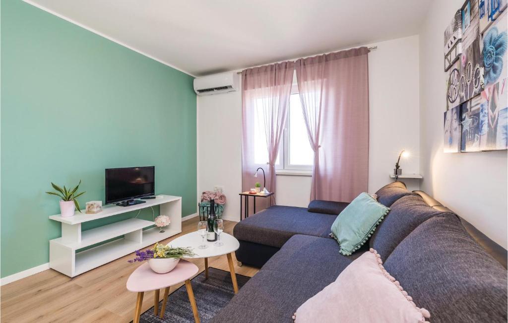 Svetainės erdvė apgyvendinimo įstaigoje 0-Bedroom Apartment in Rijeka