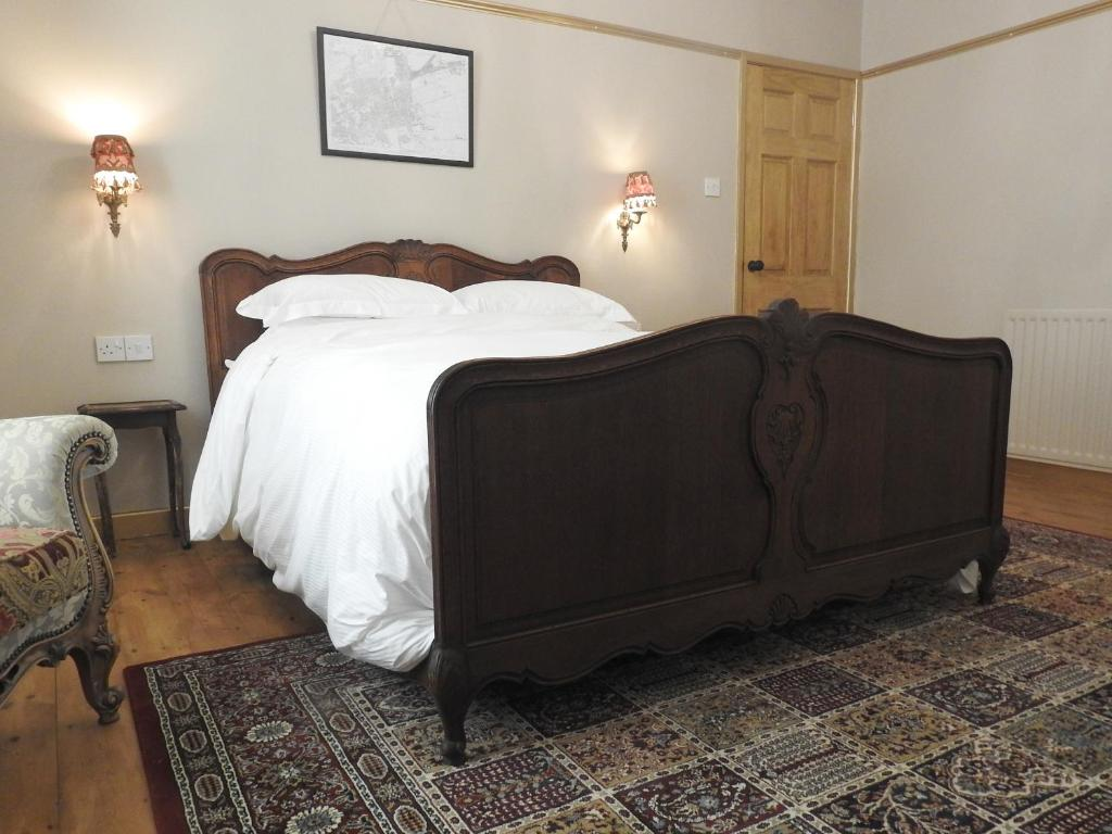 A bed or beds in a room at Heatopia Apartment