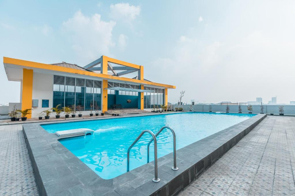 The swimming pool at or near OYO Flagship 766 Prima Orchard