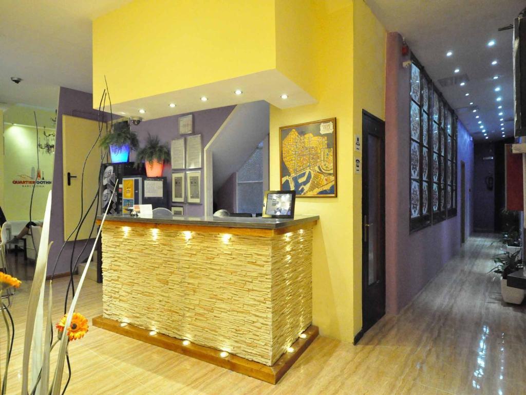 O saguão ou recepção de Hostal BARCELONA GOTIC 'guesthouse'