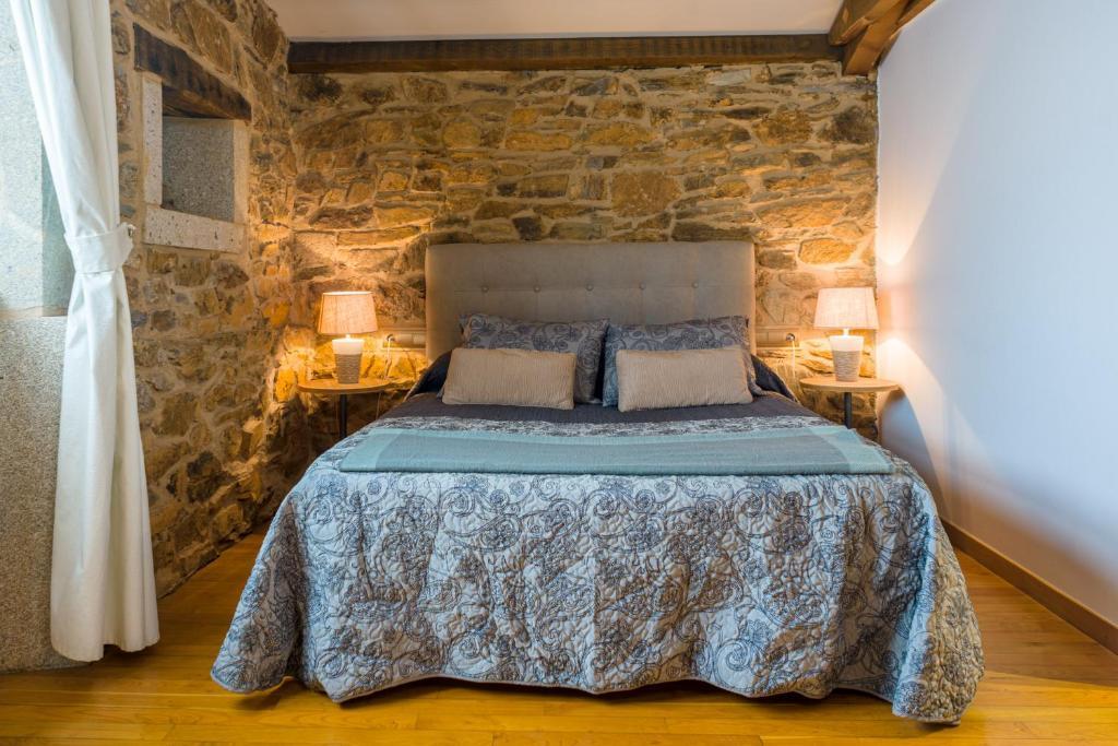 A bed or beds in a room at Casa de Amancio