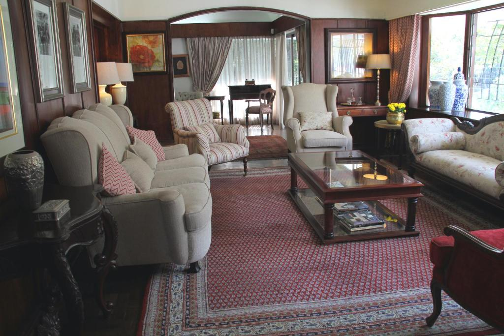 A seating area at Sheppard Boutique Guest House
