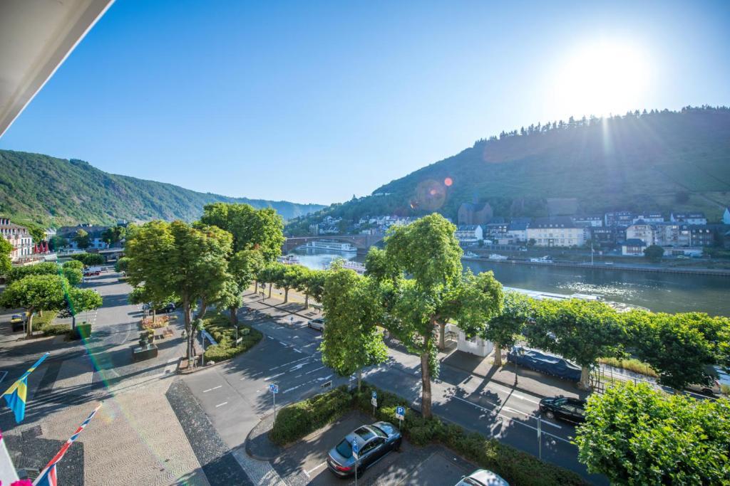 Een luchtfoto van Hotel Karl Müller