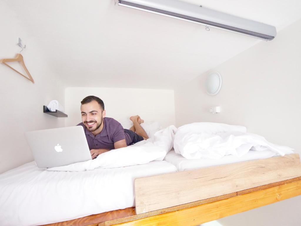Кровать или кровати в номере Capsule Hostel Prague
