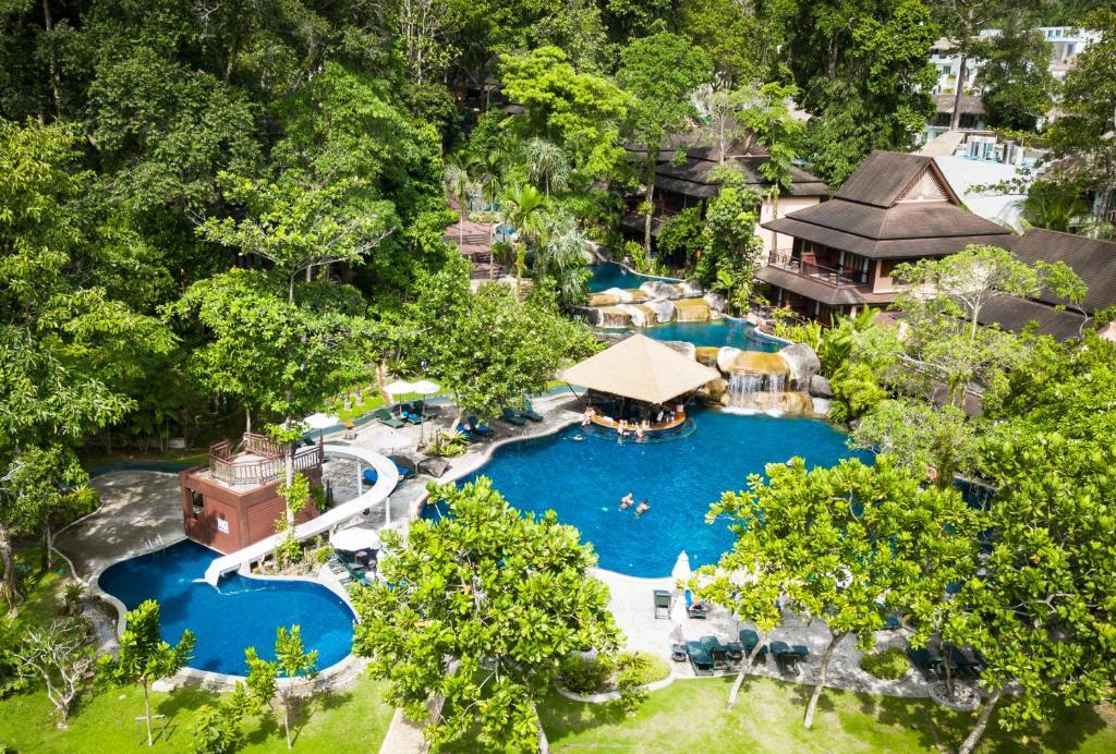 Vaade basseinile majutusasutuses Khaolak Merlin Resort või selle lähedal