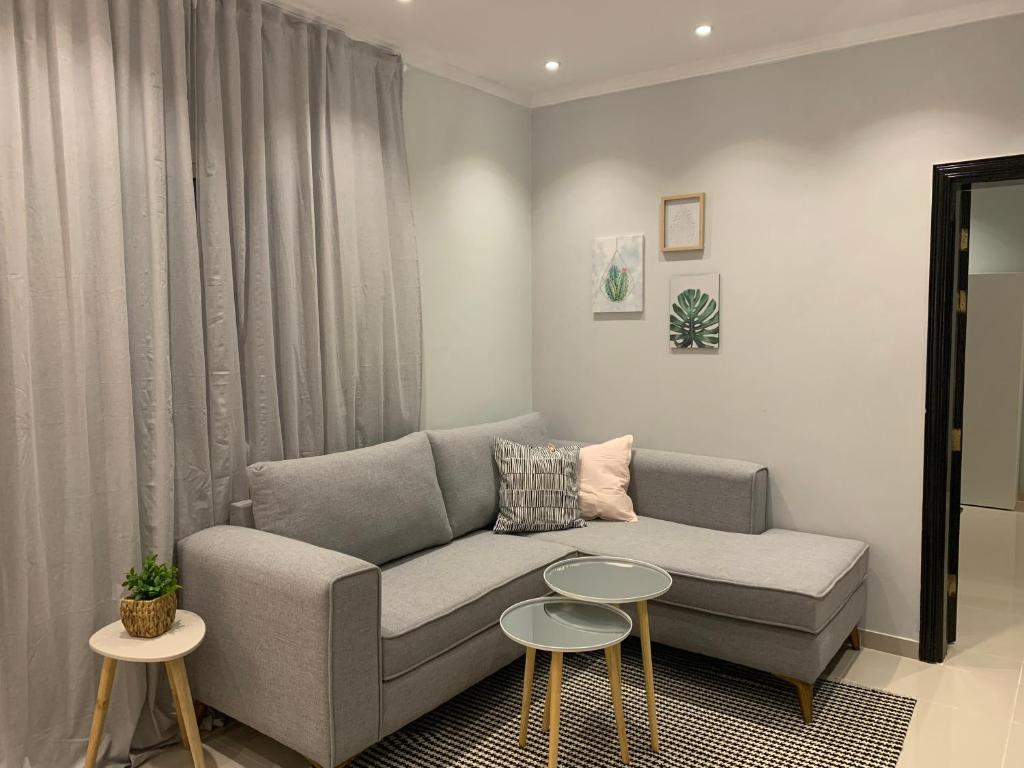 Uma área de estar em Mila Hotel