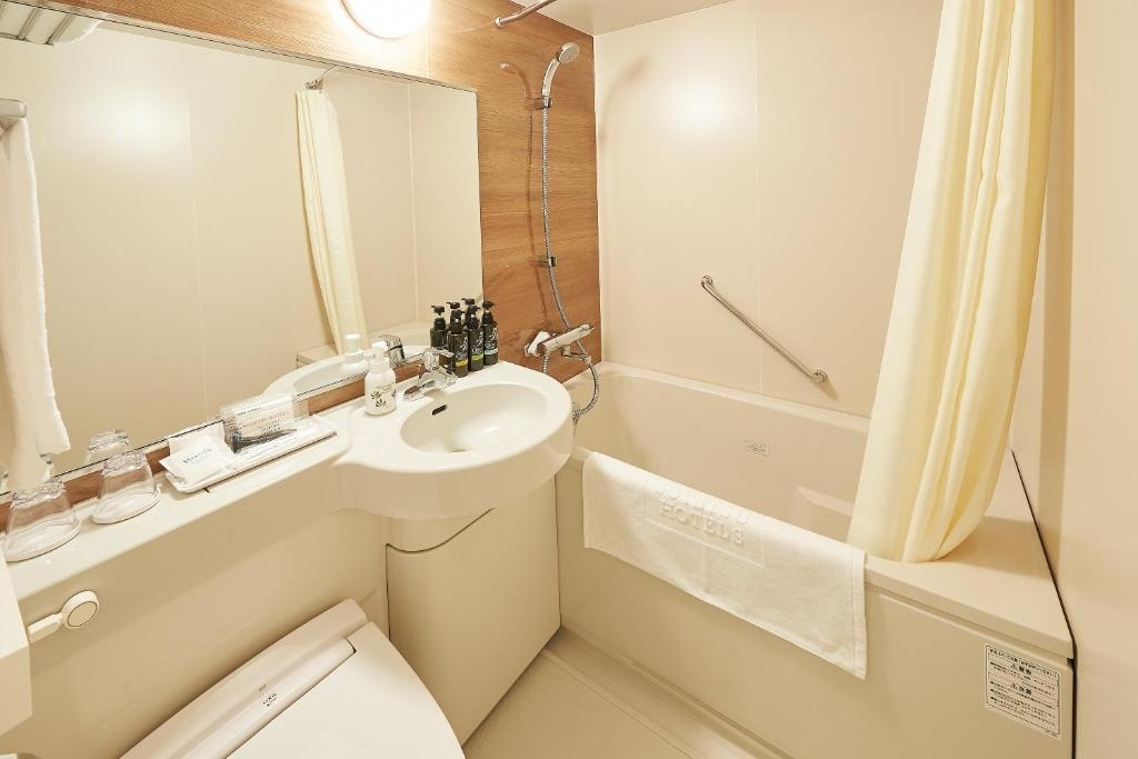 A bathroom at Sotetsu Fresa Inn Osaka Namba