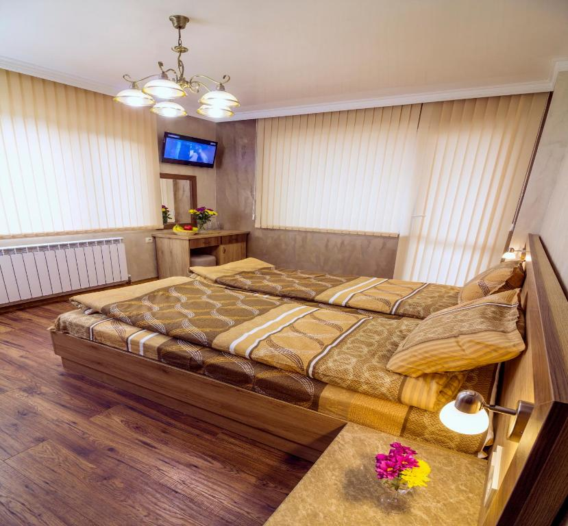 A bed or beds in a room at Trite Bora Guest House
