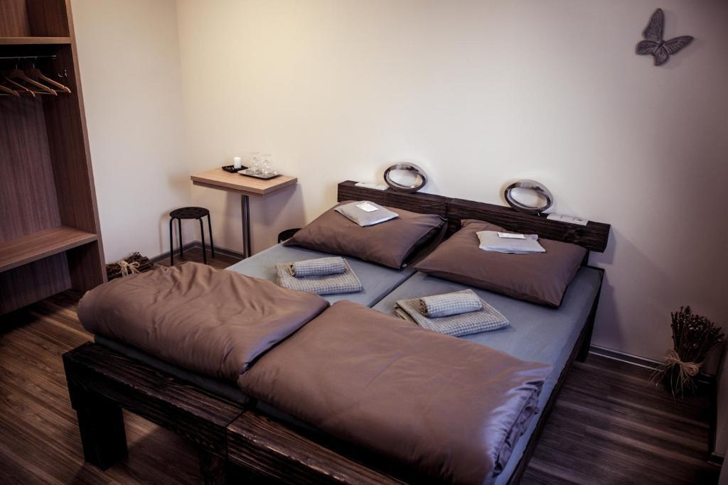 Postel nebo postele na pokoji v ubytování Penzion Víno Hruška