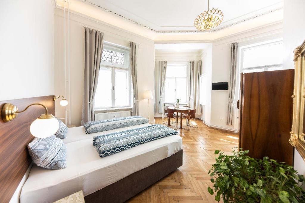 Кровать или кровати в номере Jacob Brno