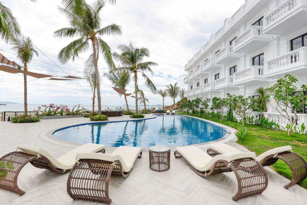 The swimming pool at or near Seaside Boutique Resort Quy Nhon