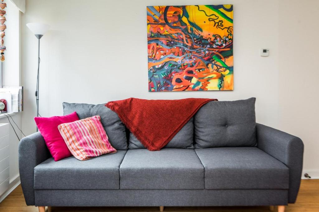 A seating area at NEW Fantastic Modern 1 Bedroom Flat Holloway Road