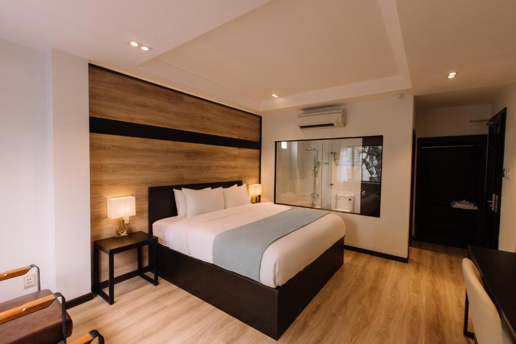 A bed or beds in a room at The Chill Suites - City Center
