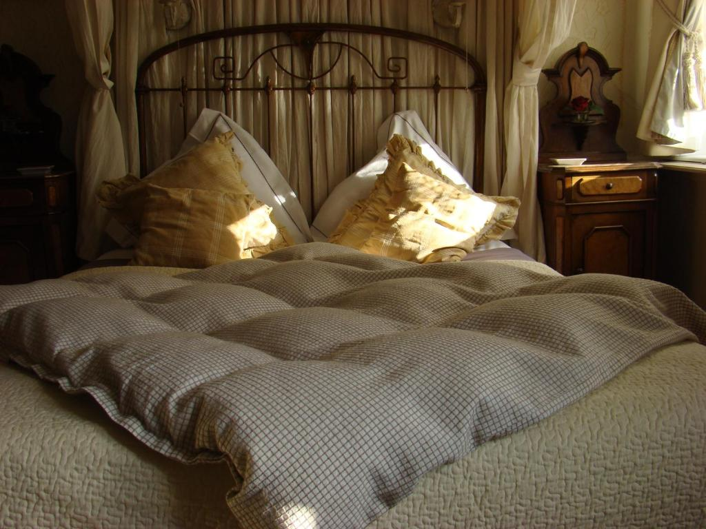 """A bed or beds in a room at """" Chimay B & B """""""