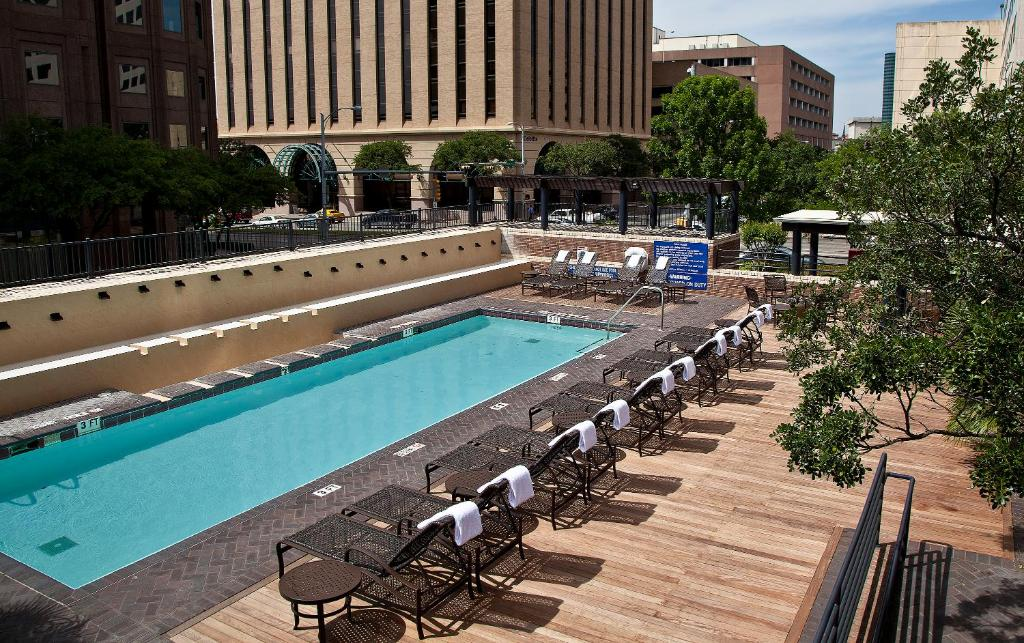 A view of the pool at DoubleTree Suites by Hilton Austin or nearby