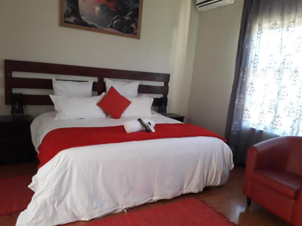 A bed or beds in a room at Ikaze Guest House