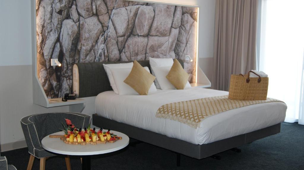 A bed or beds in a room at Hôtel Mercure Bastia Biguglia & Spa