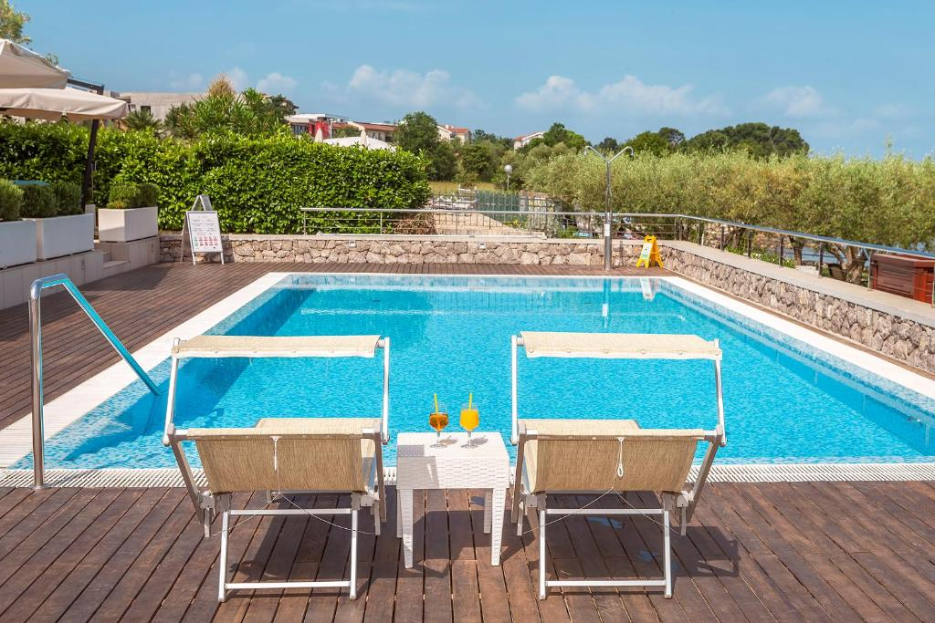 The swimming pool at or close to Hotel Vila Rova