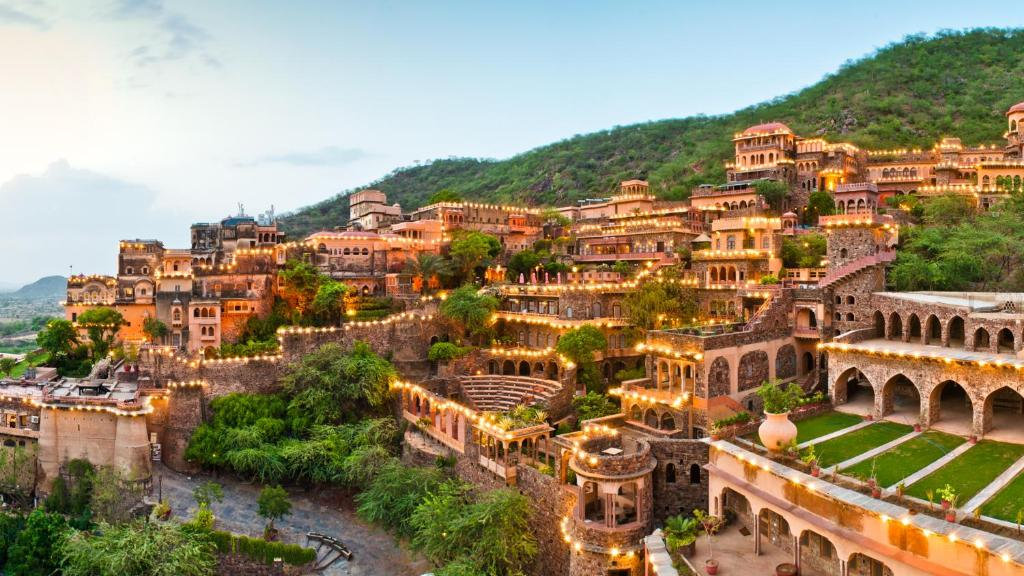 A bird's-eye view of Neemrana Fort-Palace
