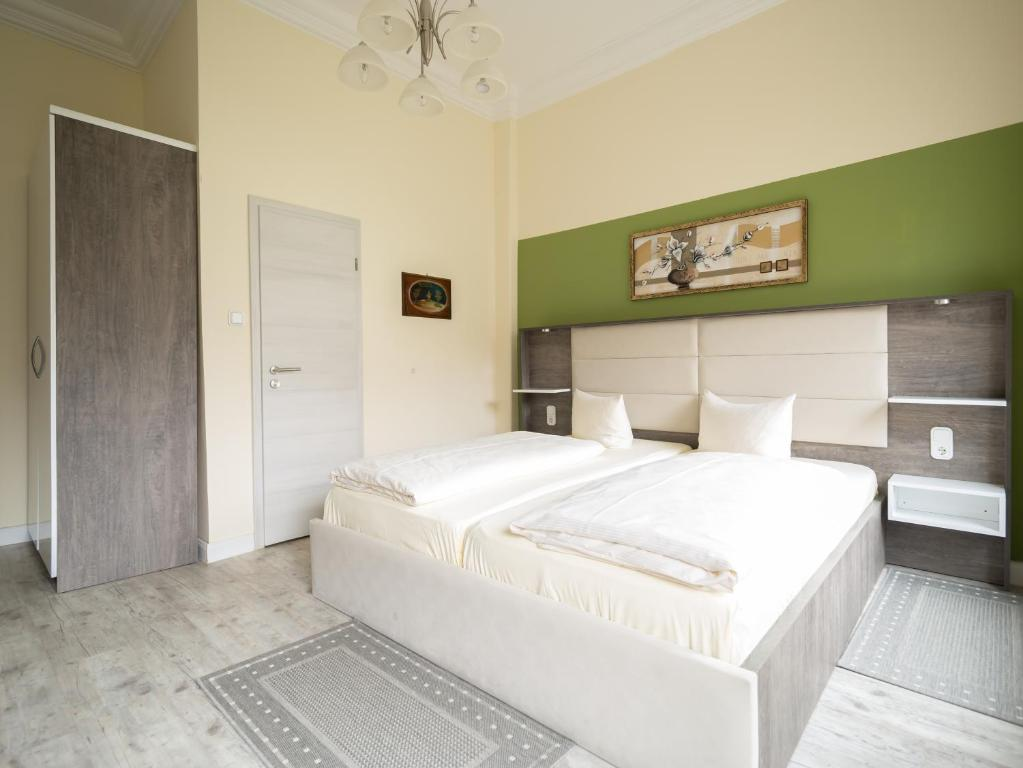 A bed or beds in a room at Hotel Boritzka