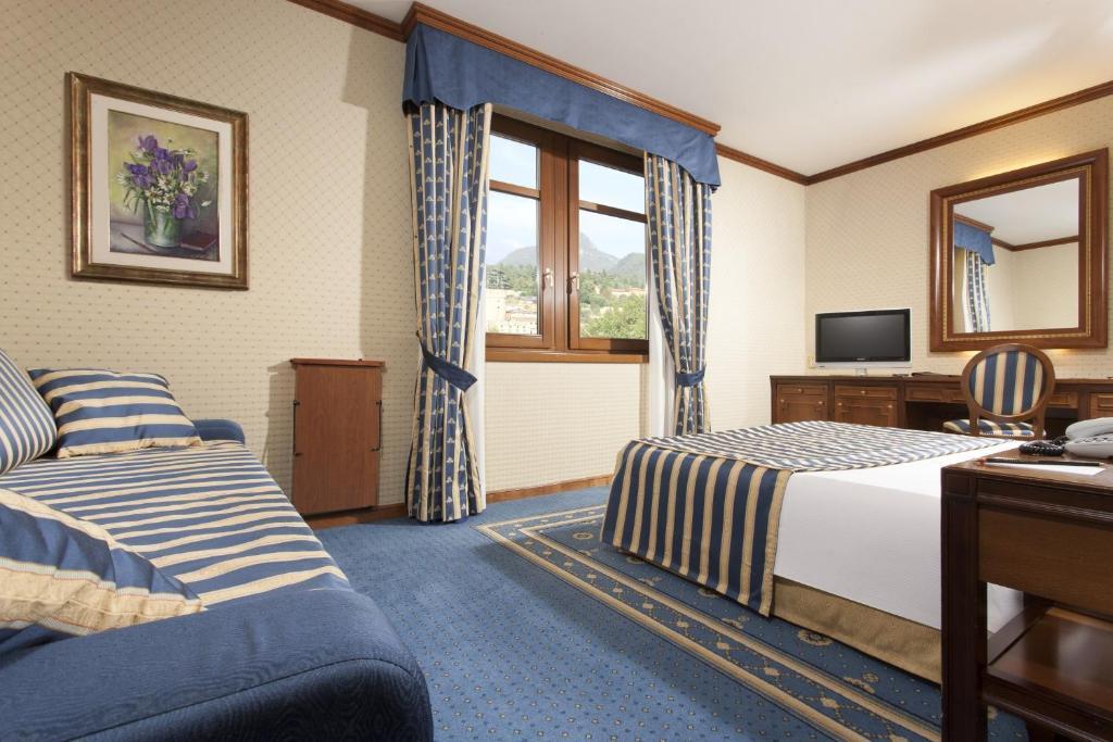 Letto o letti in una camera di Grand Hotel Trento