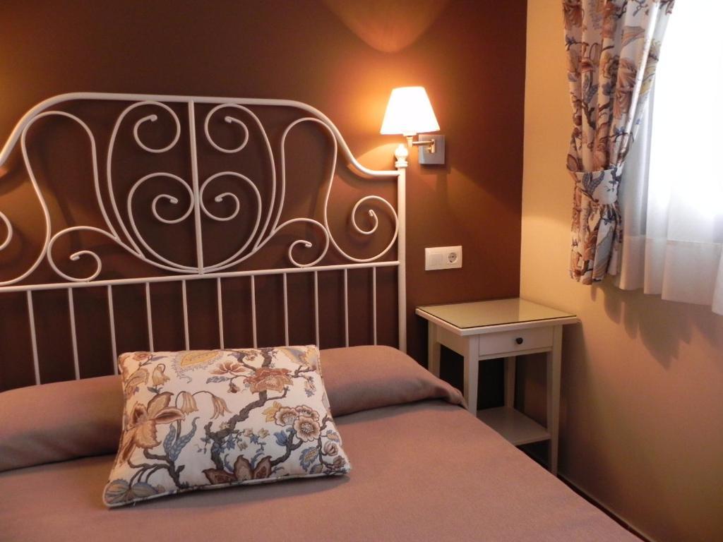 A bed or beds in a room at Hospederia Los Pinos