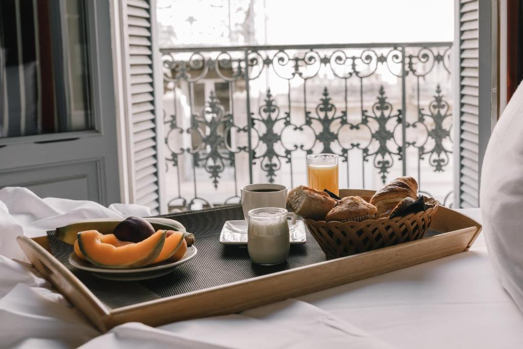 Breakfast options available to guests at Hôtel La Résidence
