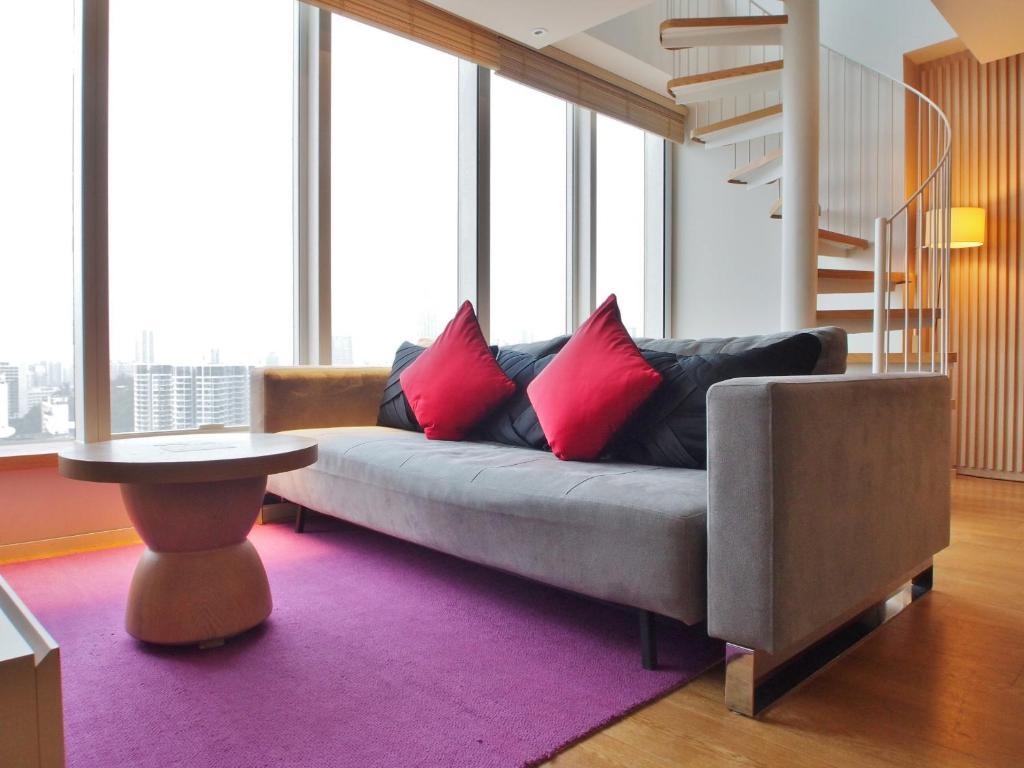 A seating area at Hotel Madera Hong Kong