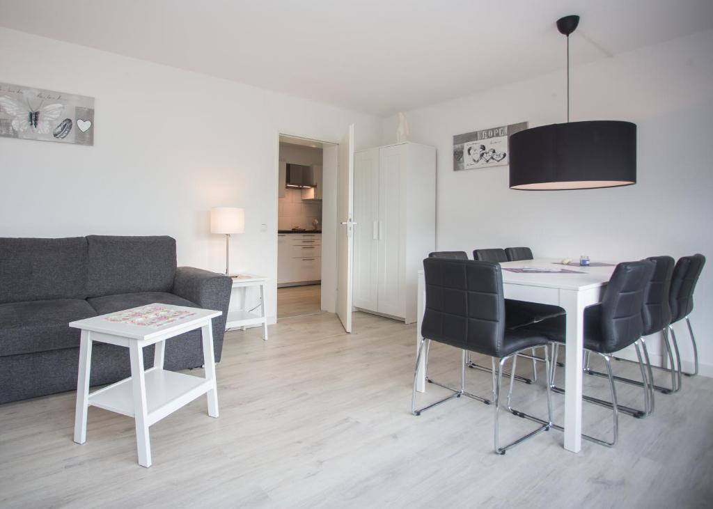 A seating area at Appartement Brink Fichtenweg 41