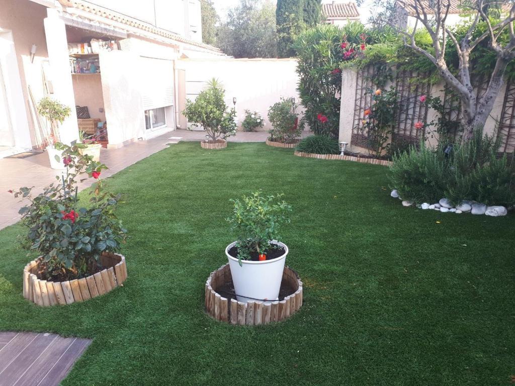 A garden outside Chez Dane