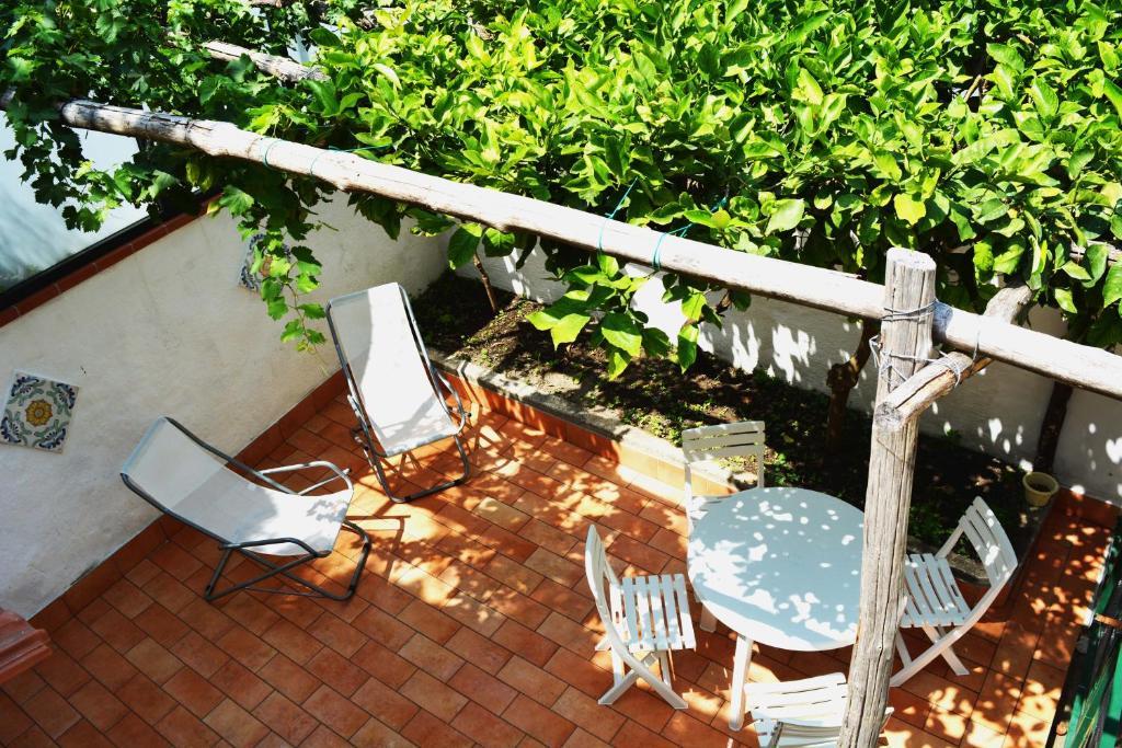 A balcony or terrace at La Bomboniera